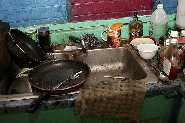 mąż w kuchni