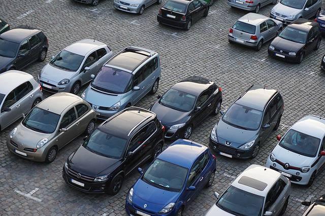 stłuczka na parkingu - wgniecenia
