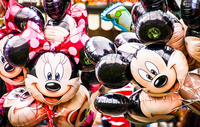 balony z Myszką Miki i Minnie