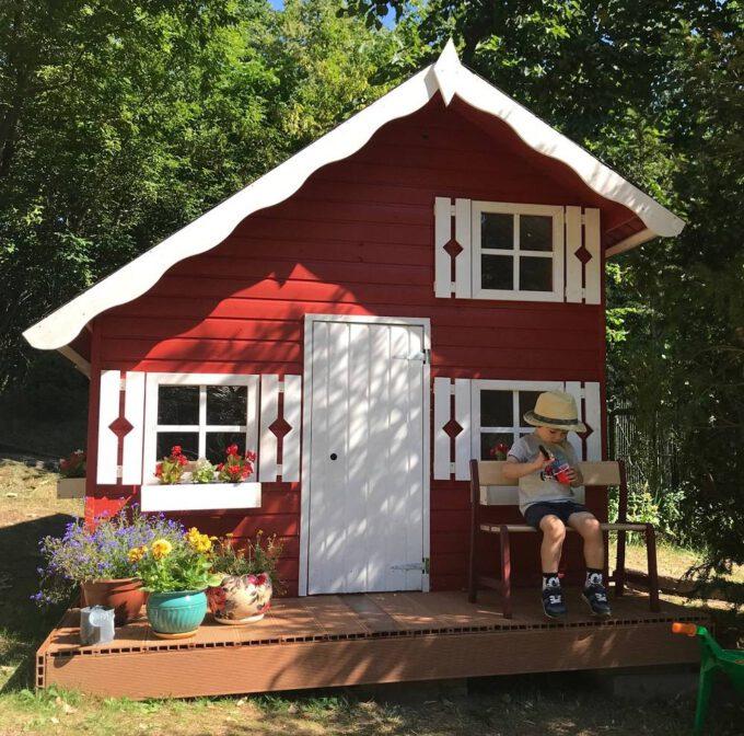 drewniany domek dla dzeci